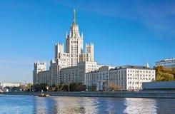 在Kotelnicheskaya堤防的高层建筑物在莫斯科 库存照片