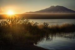 Kotelnikovo湖,堪察加 免版税库存照片