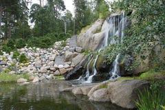 Kotka Finland - avsluta den steniga vattenfallet med trappa Royaltyfri Fotografi