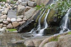 Kotka Finland - avsluta den steniga vattenfallet med trappa Royaltyfri Bild