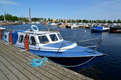 KOTKA, FINLAND. The boat stands near pier in the gulf Sapokka Royalty Free Stock Photos