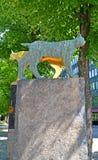 Kotka, Finland De voorbijgangers ` van een beeldhouwwerk` Nacht op de Weg van beeldhouwwerken Royalty-vrije Stock Foto