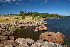 Kotka, Finlandia - Katariina Seaside Park, o Golfo da Finlândia, mar Báltico fotos de stock royalty free