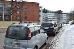 Automobili sulla via in Kotka, Finlandia Fotografia Stock Libera da Diritti