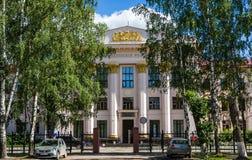 Kotlas Arkangelskaya region, Ryssland - Augusti 16, 2017: Icke-stats- internatskola 1 i Kotlas Ryssland Royaltyfri Bild
