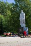 Kotlas Arkangelskaya region, Ryssland - Augusti 16, 2017: Monumentet till soldater som dog under det stora patriotiska kriget i s Royaltyfria Foton