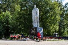 Kotlas Arkangelskaya region, Ryssland - Augusti 16, 2017: Monumentet till soldater som dog under det stora patriotiska kriget i s Arkivbild