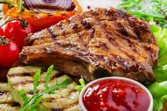 kotleciki piec na grillu wieprzowinę fotografia stock