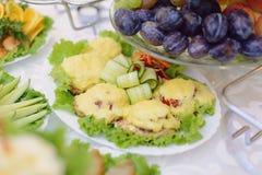 Kotletter med ost och tomaten Arkivbilder