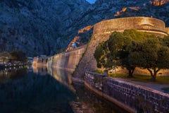 Kotor miasta ściany stare fortyfikacje Obrazy Stock