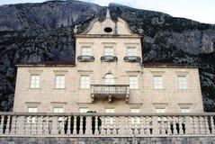 Kotor Montenegro - Juli 12, 2014: Dams tempel av Prcanj Arkivbild