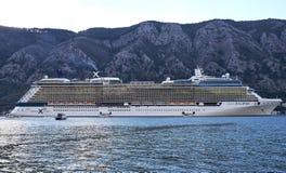 Kotor, Montenegro, Listopad 17 2018 Pasażery reboarding osobistości zaćmienie zdjęcia royalty free