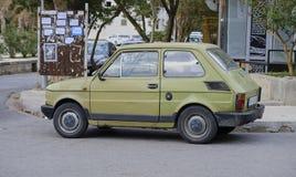 Kotor, Montenegro, Listopad 17,2018 Stary dinged Fiat Polski zdjęcia stock