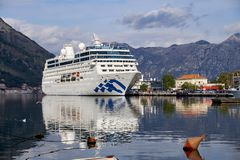 Kotor, Montenegro, November 18,2018 Das Pazifik-Prinzessinkreuzschiff kommt an stockfotos