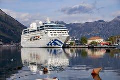 Kotor, Montenegro, 18,2018 November Het Vreedzame schip van de Prinsescruise komt aan stock foto's