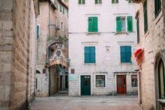 kotor starego miasta ceglana miasta dziewczyny ulic ściana Zdjęcia Stock