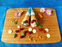 kottar lagar mat med grädde isdillanden Royaltyfria Bilder