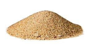 Kotte formad kulle av torr sand; isolerat på vit arkivfoto