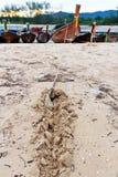 Kotwicowe tajlandzkie longtail łodzie Zdjęcia Royalty Free