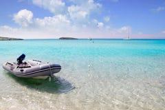 kotwicowi plażowi łodzi Formentera illetas illetes Zdjęcie Stock