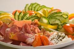 Koud vlees en verse groenten Royalty-vrije Stock Afbeeldingen