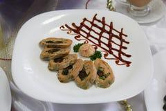 Koud voorgerecht van vissen met groenten Stock Afbeeldingen