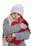 Koud ziek ziek kind met warm waterfles Stock Afbeeldingen