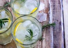 Koude citroendrank royalty-vrije stock foto's