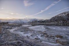 Koude en bevroren de winterdag in het Noordpoolgebied Stock Foto's
