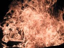 Koude explosie bij een kampvuur Stock Afbeeldingen
