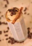 Koude ijskoffie met chocolade Stock Afbeeldingen
