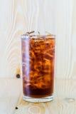 Koude kola in een glas Royalty-vrije Stock Afbeeldingen