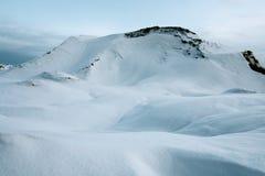 Koude ochtend in bergen van Rusland stock afbeelding