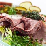 Koude snack met vlees en kruiden royalty-vrije stock afbeelding