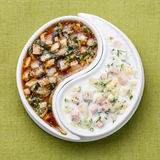 Koude soep Okroshka met kefir en kwas Stock Afbeelding
