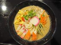 Koude udon met crabsticks Stock Foto's