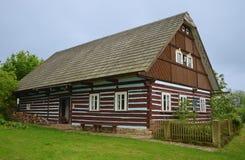 KOURIM - 5月24日:传统村庄房子从17世纪 免版税库存照片