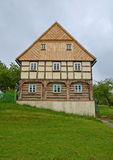 KOURIM - 24 DE MAIO: Casa tradicional da vila do século XVIII Fotos de Stock Royalty Free