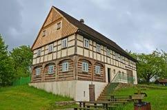 KOURIM - 24. MAI: Innenraum des Dorfhauses vom 18. Jahrhundert Stockbild