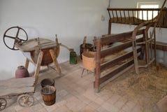 KOURIM - 24 MAI : Intérieur de maison de village du XVIIIème siècle Image stock