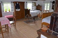 KOURIM - 24 MAI : Intérieur de maison de village du XVIIIème siècle Photo stock