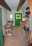 KOURIM - 24 MAI : Intérieur de maison de village du XVIIIème siècle Images stock