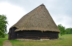KOURIM - MAJ 24: Traditionell ladugård från det 17th århundradet Arkivbild