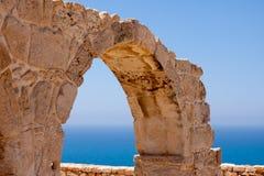 KOURION, CYPRUS/GREECE - LIPIEC 24: Resztki przy antycznym miastem o obraz royalty free