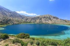 Kournas jezioro na Crete wyspie Grecja Zdjęcie Stock