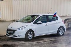 KOUROU, FRANZÖSISCH-GUAYANA - 4. AUGUST 2015: Auto am Soyuz-Produkteinführungs-Komplex in Mitte der räumlichen Raum-Mitte Guyanai lizenzfreie stockfotos