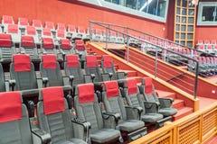 KOUROU, FRANZÖSISCH-GUAYANA - 4. AUGUST 2015: Besuchersitze in Jupiter-Zentrale an Mitte räumlichem Raum Guyanais Guayana lizenzfreie stockbilder
