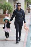 Kourtney Kardashian et Penelope Disick Photos libres de droits