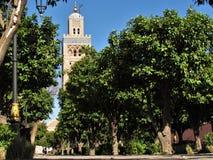 Koutoubia清真寺和它美丽的尖塔在马拉喀什摩洛哥 免版税库存照片