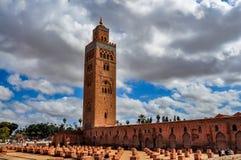Koutoubia清真寺在一多云天 库存照片